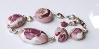 Hol gegoten porseleinen kralen versierd met roze blaadjes,18k goud en parels