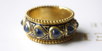 Enamelled ring of 23k gold with real enamel and heart shaped sapphires.