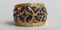 MarQ5 ring,De markies geslepen edelstenen vormen 5 bloemen.Saffier en diamanten in 18k goud