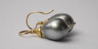 Sluis Juwelen   Oorbellen met grote grijze tahaiti parels