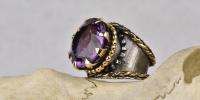 Pompadour ring is het zusje van de taart ring. Amethyst, 18 karaat goud en zilver