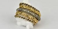 Vijf verschillende ringen in 18k geel en witgoud, leuk om er veel om te hebben