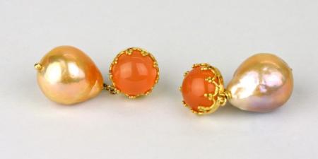 Oranje boven, maansteen met parels in 18k goud