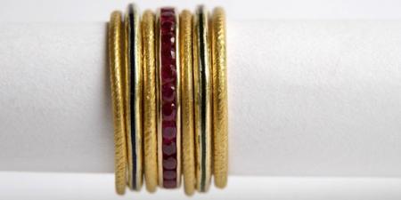 Stapel ringen Stapel zelf een eigen rijtje. Op de foto twijn, robijn en emaille aanschuifringen.