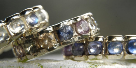 Flower rings in white gold rounded with moonstone, spinel and sapphires.
